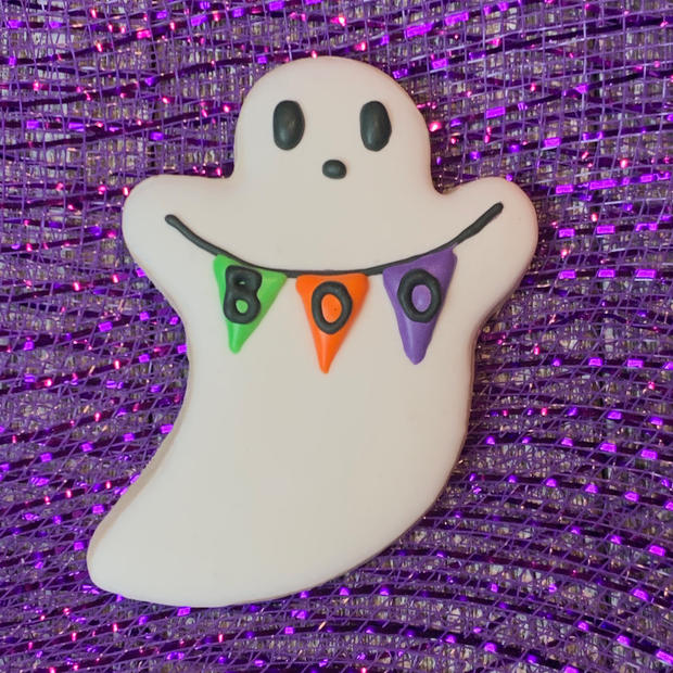 Ghost with Boo Sign (piped)