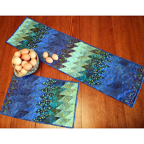 Bargello Breeze Tablerunner and Placemats by Erin Underwood