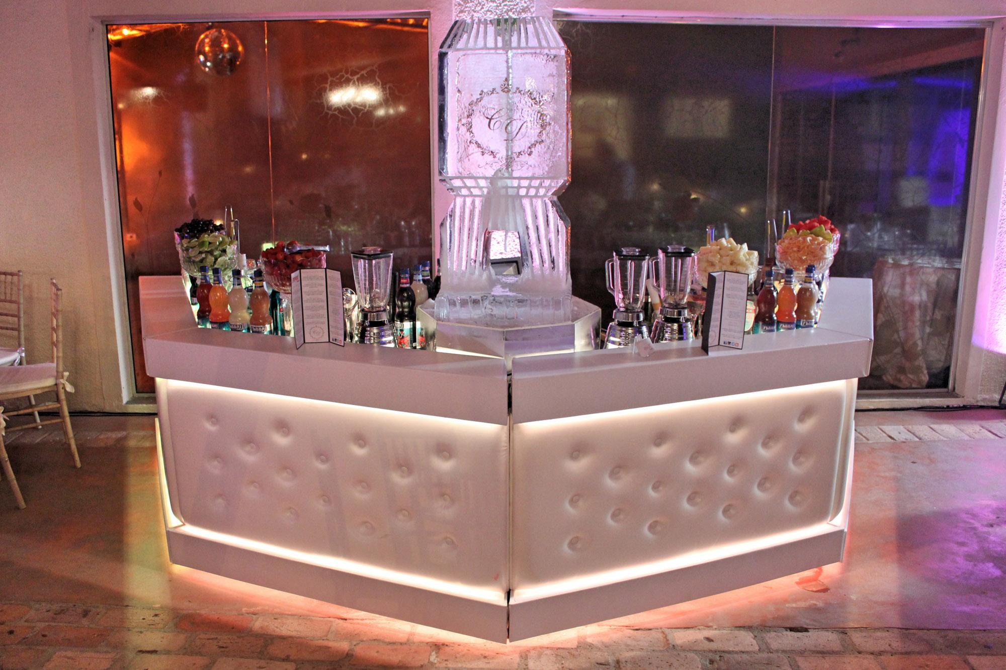 Bar Branco com Escultura de Gelo