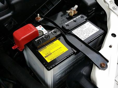 O carro não dá partida e não acende as luzes, e agora ? Você verifica a bateria do seu carro ?