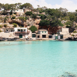 Cala Llombards - Surrounded by pine trees