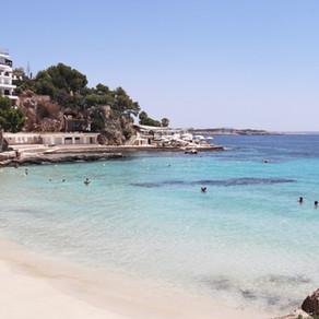 Playa Illetas - Busy and fun