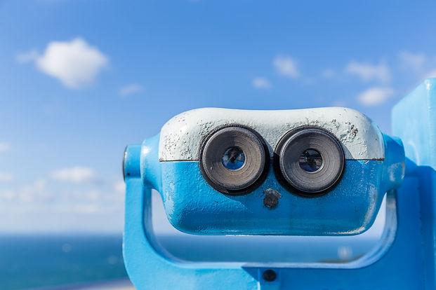 tourist-binoculars-3MMYZTM.jpg