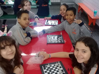 Aula de xadrez com os alunos do 3° ano A