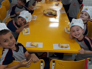 Aula de culinária com os alunos do Infantil II da Tarde