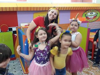 Festinha de Carnaval com o Infantil Tarde