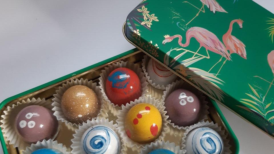 Green Flamingo Gift Tin with Chocolates