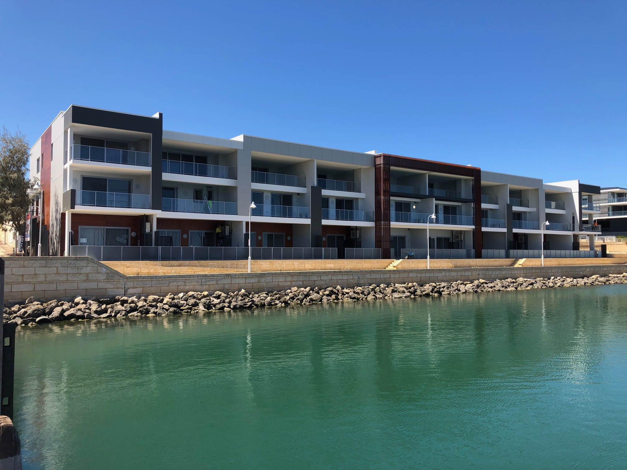 VIVID Blu Apartments