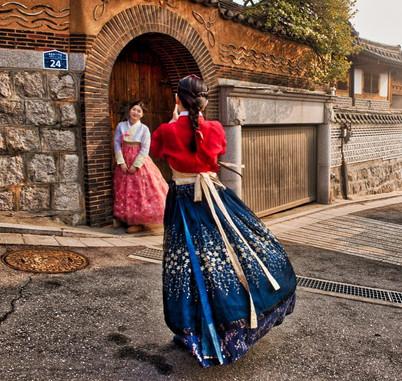Korean girls in traditional dresses