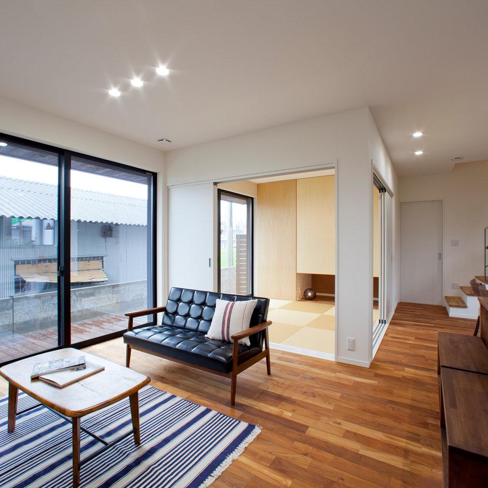 リビング横の和室は休日のくつろぎスペース。