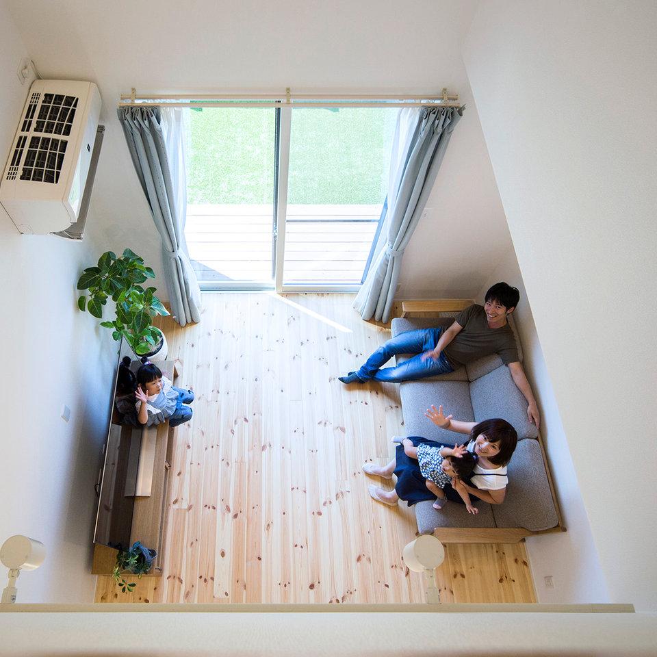 1階と2階がつながる吹き抜けは家族との距離が縮まる。