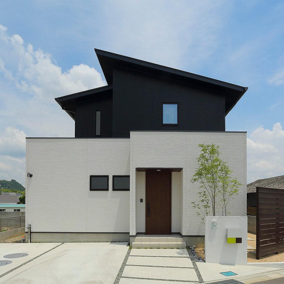 シンプルな2トーン配色のお家。