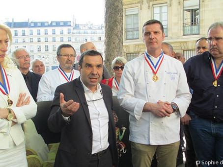 Manifestation devant le Palais Bourbon