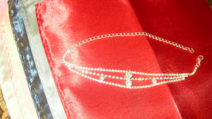 8.Silver Nite-Out Bracelet + 5 hankys