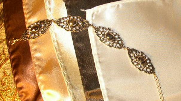 5.Vintage Oval Bracelet + 5 hankys