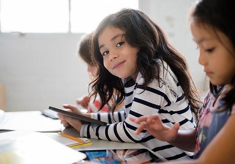 教室でかわいい女の子