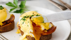 EGGS BENEDICT WITH SAUTÉED ONION Best paired with Chocohazelnut Apple Smoothies