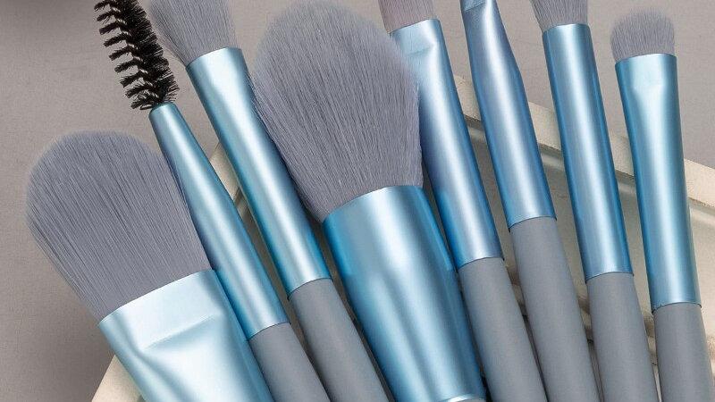 8 Piece Essential Makeup Brush Kit