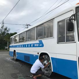無料スクールバス運行中