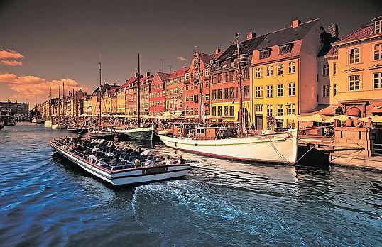 Denmark_Copenhagen_Nyhavn_Boat_Ride_©_V