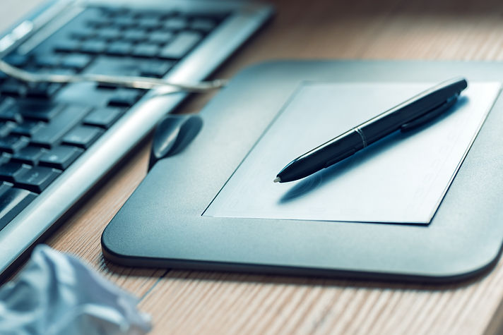 graphic-tablet-and-pencil-on-office-desk