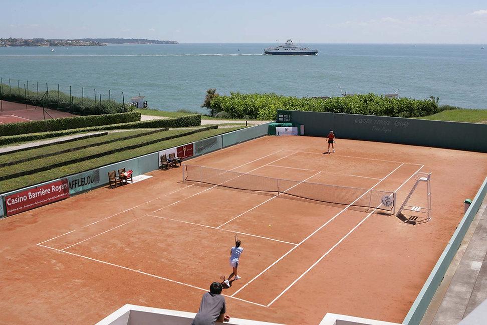 Tennis court near Saint Palais sur Mer