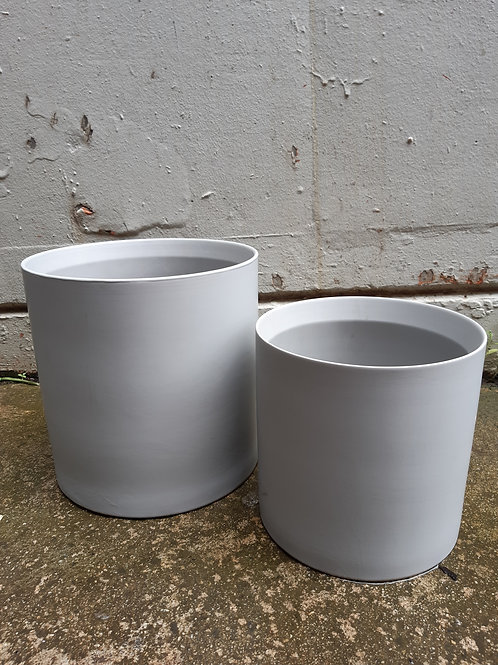 Ceramic pot Thin rim grey