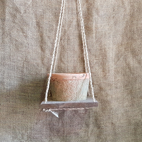 Hanging Tray with Antiqued Pot