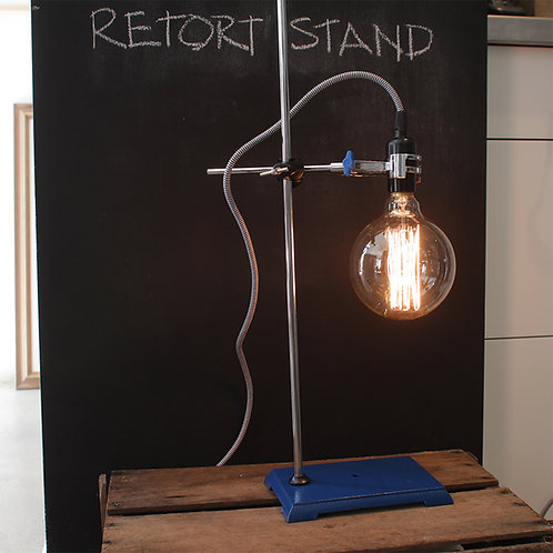 Retort stand with clamp