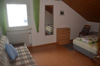 Unsere Ferienwohnung - Schlafzimmer + Couch