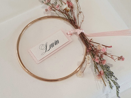 Dried flower stationery for a romantic look....