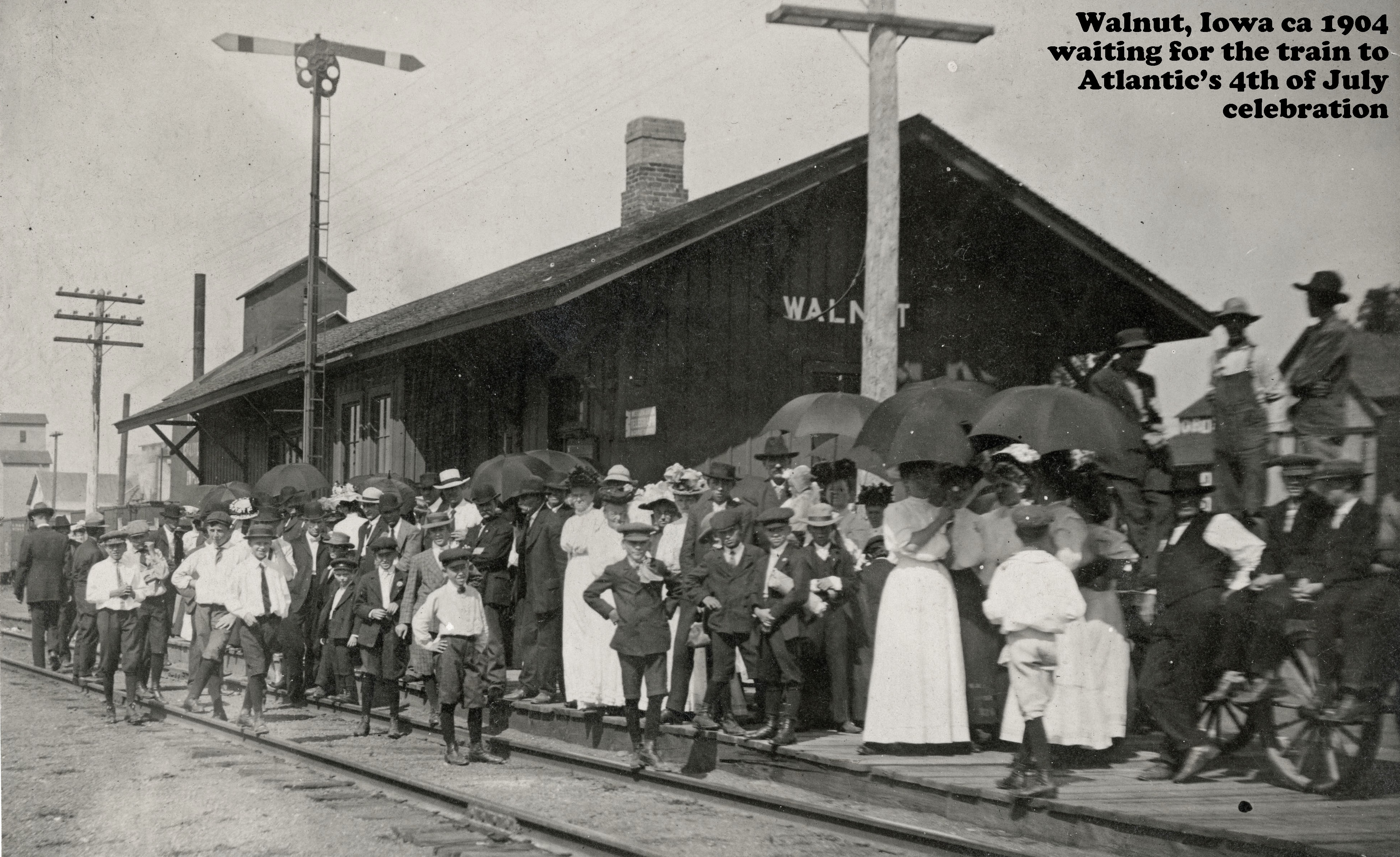 1904 4th of July depot crowd