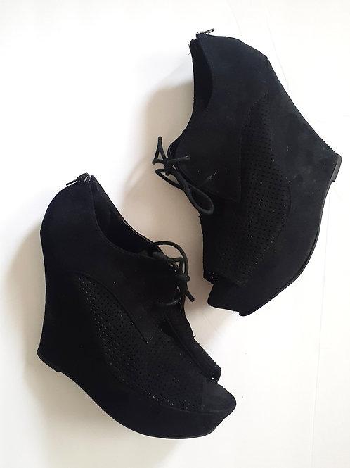 Textured Peep-Toe Shoe