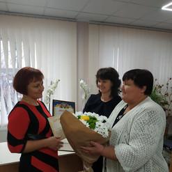 Вручення диплому та подарункового сертифікату на 1000 грн. лауреату Оноко Л.В.