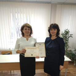 Вручення диплому та подарункового сертифікату на 1500 грн. переможцю Момро В.І.