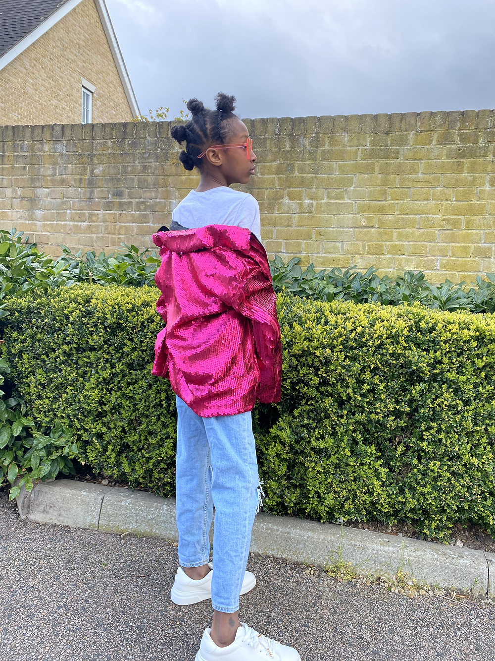fashion blogger smiling kid teen stylish outfit