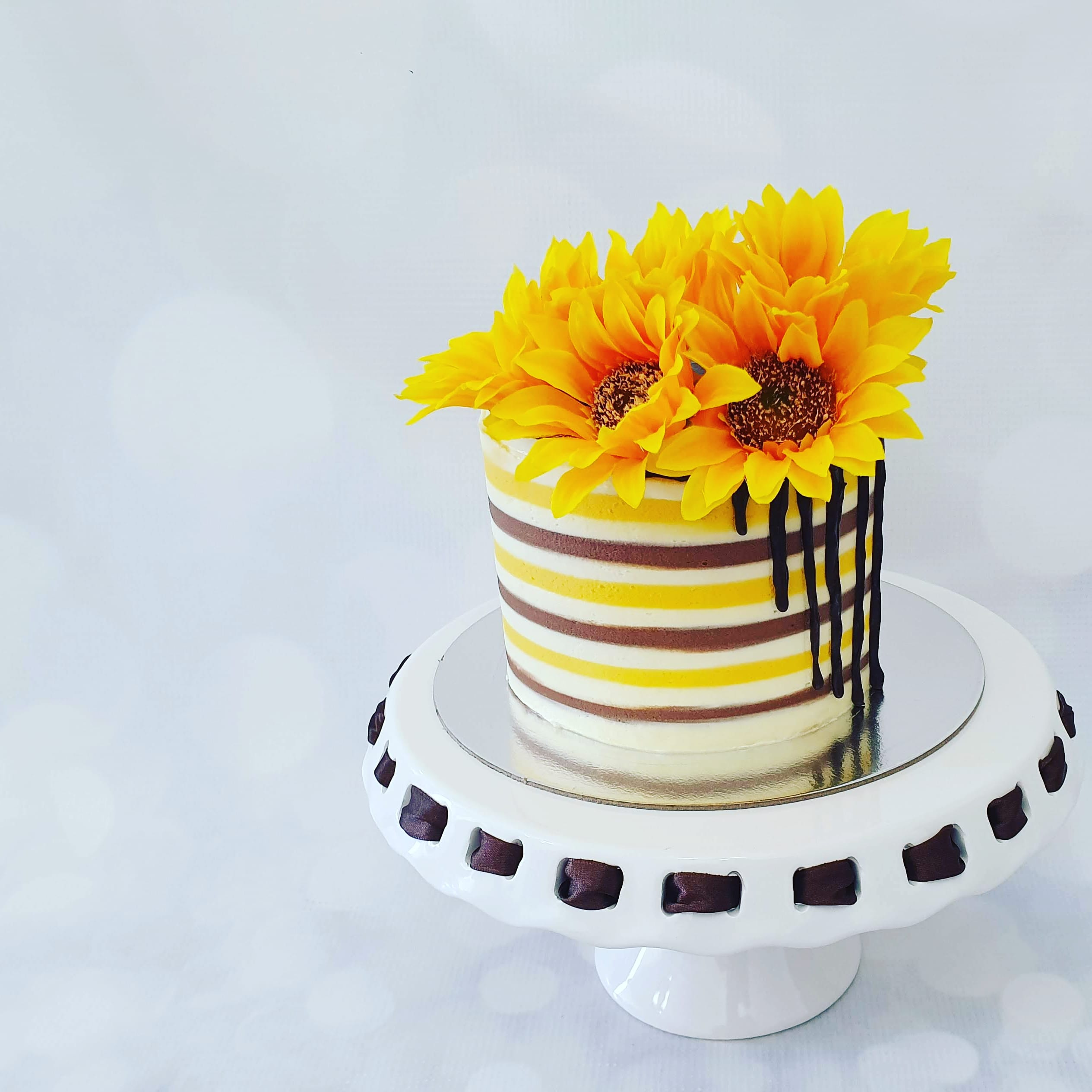 Sunflower drip cake