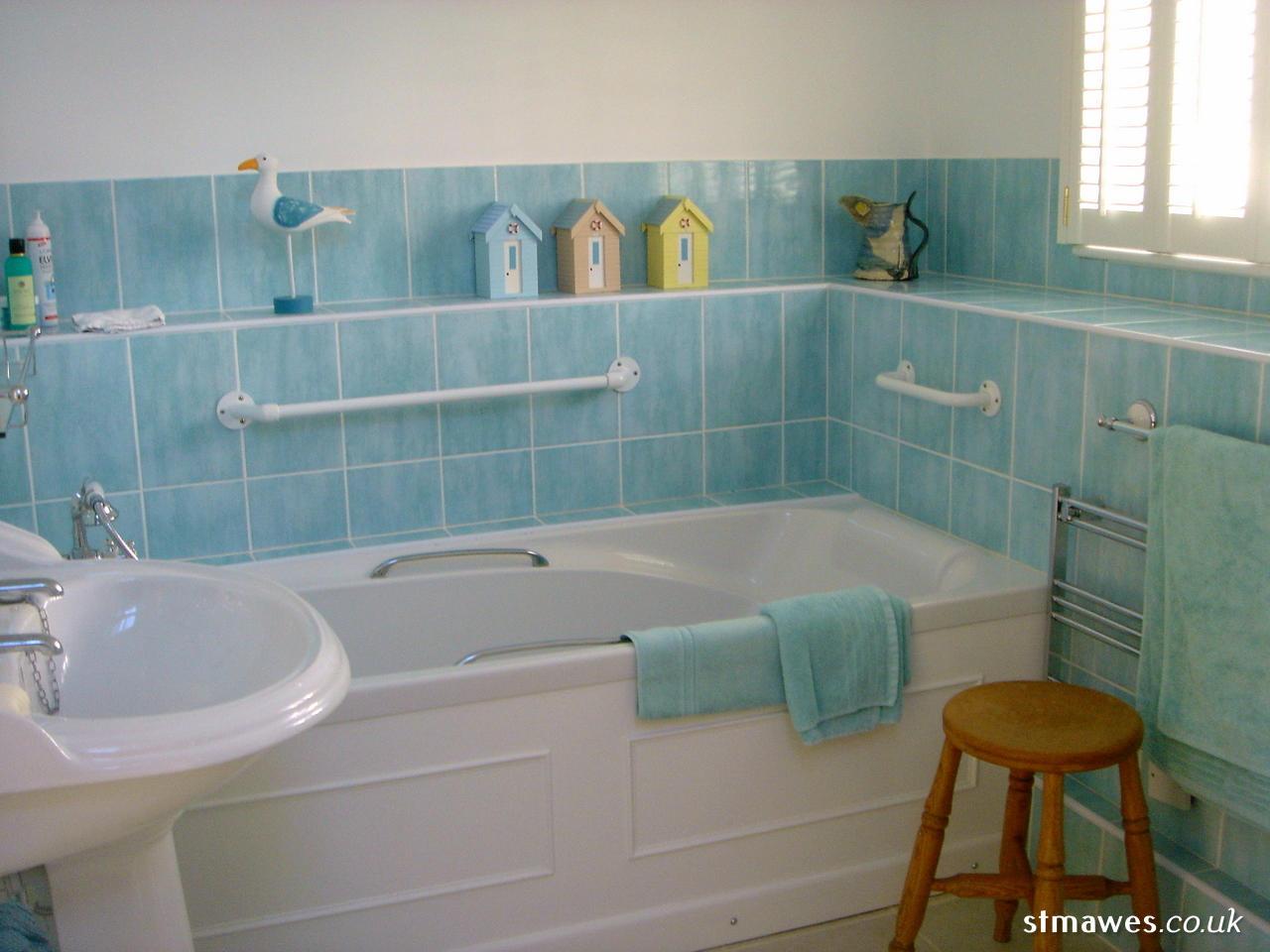 Bathroom (First Floor)