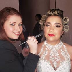 Últimos retoques na #makeup dessa #noiva