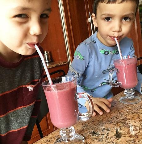 beet smoothie kids.jpg