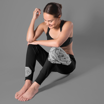 leggings-mockup-featuring-a-woman-sittin