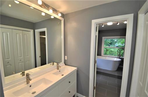 6108 Northern Ave., Raytown, MO 64133 - Home For Sale - master bathroom