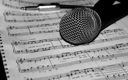 hand-music-black-and-white-technology-pattern-microphone-720062-pxhere.com