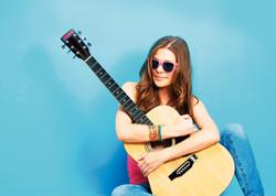 Mädchen-mit-Gitarre_WEB