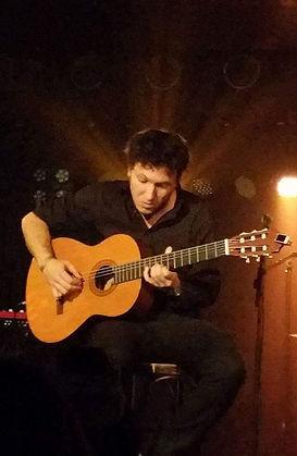 Andres Rosales, Guitarrenlehrer, Gitarrenunterricht, Guitarre, Musikschule Cluster, Frankfurt