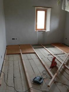 Laine de bois au plancher
