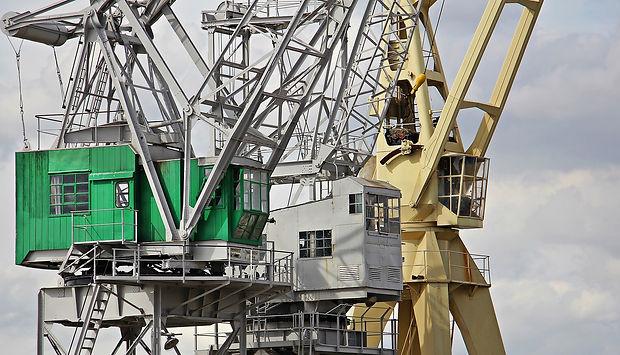 harbour-cranes-1650374_1920.jpg