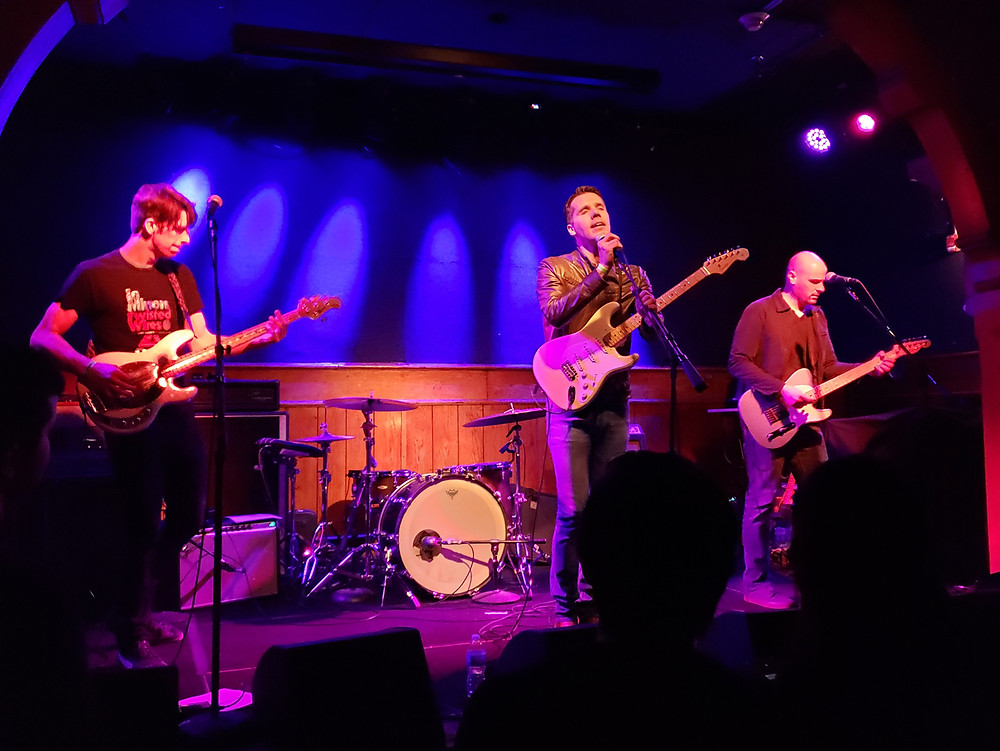 Love In October at Schubas Chicago by SoundThread Music Blog