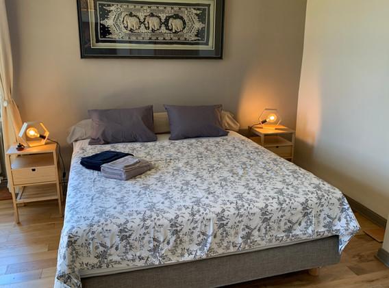 Biru - King size bed