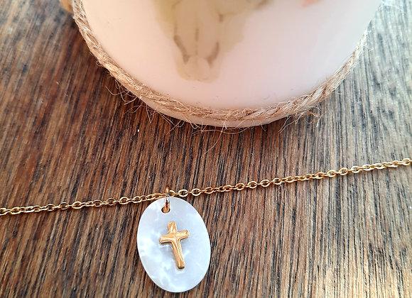 Collier ovale croix